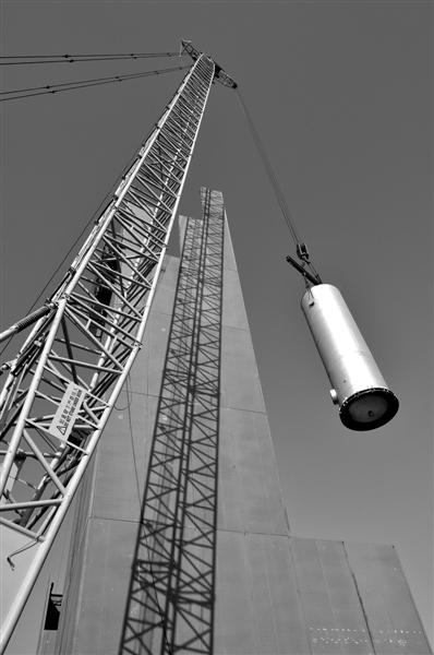 图为空分装置粗氩塔安装